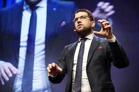 Ruotsidemokraattien puheenjohtaja painotti puheessaan lauantaina muun muassa terveydenhoitoon liittyviä teemoja. Sillä halutaan laajentaa puolueen agendaa ja haalia naiskannattajia.