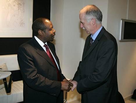 Paul Rusesabagina vieraili Helsingissä 2007 ja tapasi sotarikos- ja joukkotuhotatapauksia tutkineen tutkinnanjohtajan Thomas Elfgrenin.