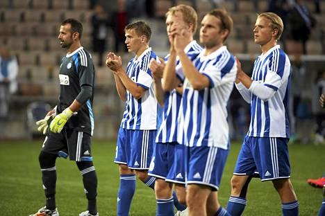 HJK:n pelaajat kiittivät faneja voiton jälkeen.