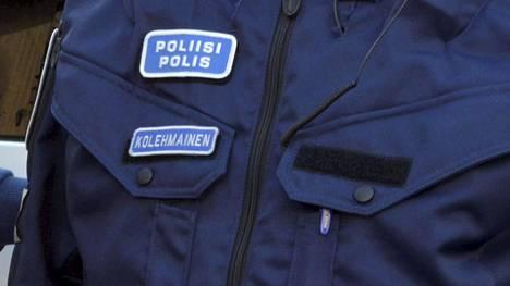 Poliisin virka-asun nimilaatta saatetaan tulevaisuudessa korvata esimerkiksi numerotunnisteella.
