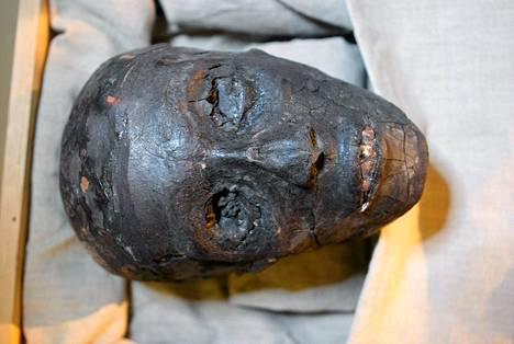 Tutankhamonin muumio säilyi sarkofagissaan Kuninkaiden laaksossa. Egyptiläiset osasivat käsitellä myös faraolle hautaan pannut ruoat niin, etteivät ne mädäntyneet.