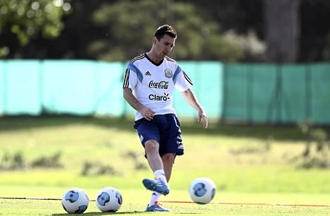 Lionel Messi harjoitteli kaksi viikkoa sitten Buenos Airesissa, jossa hän kuntouttaa jalkaansa.