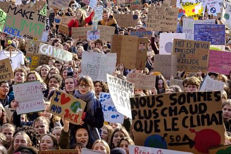 Nuoret osallistuivat suureen mielenosoitusmarssiin ilmaston puolesta Leuvenissa torstaina.