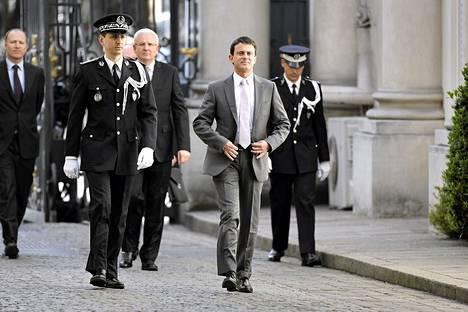 Ranskan uusi sisäministeri Manuel Valls tapasi edeltäjänsä torstaina.