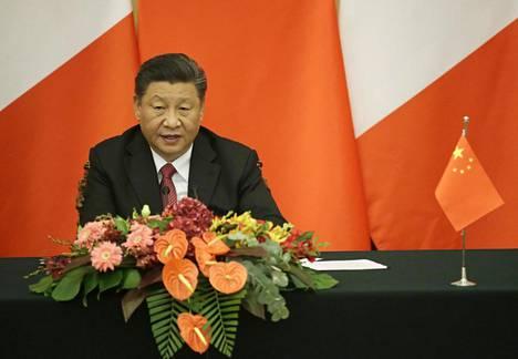 Kiinan kovaotteinen presidentti Xi Jinping rakentaa ympärilleen henkilökulttia.