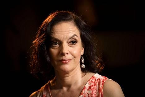 Anna-Leena Härkösen romaanin päähenkilö miettii omaa kuolemaansa.