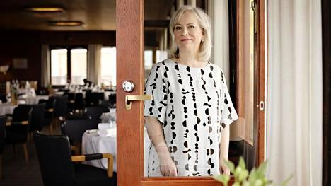 Kirjailija Sinikka Nopola on julkaistu kirjailijanuran aikana noin 80 teosta. Nopola kuvattiin ravintola Savoyssa vuonna 2017.