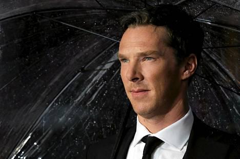 Näyttelijä Benedict Cumberbatch on yksi homomiesten armahdusta vaatineen avoimen kirjeen allekirjoittajista.