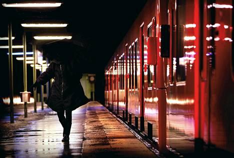 Metroliikennettä suunnittelevan Helsingin seudun liikenteen mukaan yöliikenne voi toteutua aikaisintaan vuonna 2016.