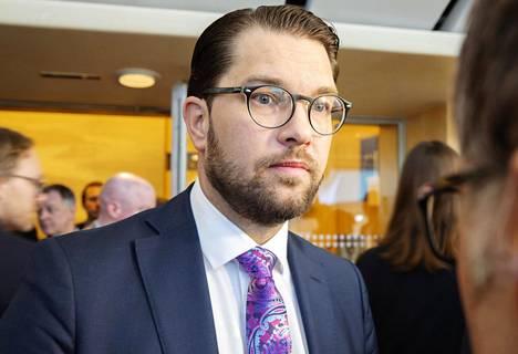 Ruotsidemokraattien puheenjohtaja Jimmie Åkesson ei ole tyytyväinen siihen, miten maassa on hoidettu koronaviruspandemiaa.