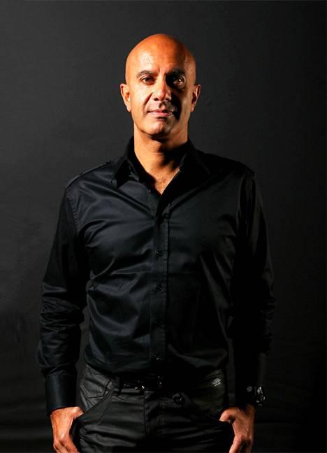Robin Sharman kirjoja on myyty yli 15 miljoonaa kappaletta yli 90 kielellä. Valmentaja tarjoaa neuvojaan myös sosiaalisessa mediassa. Hänen aiempi bestsellerinsä oli nimeltään Munkki joka myi Ferrarinsa.