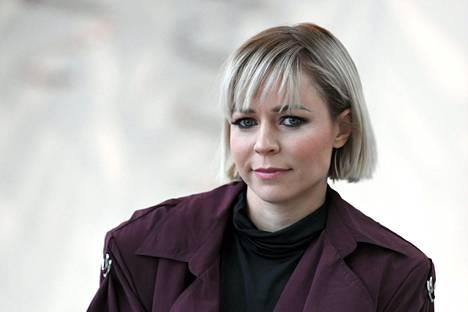 Paula Vesalan trio esiintyy Savoy-teatterissa.