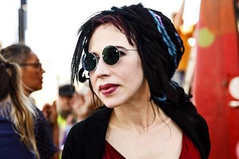 Sofi Oksanen osaa hämmentää. Edellinen Norma-romaani käsitteli hiuspidennysbisnestä, nyt siirrytään Ukrainaan ja kohdunvuokraajiin.