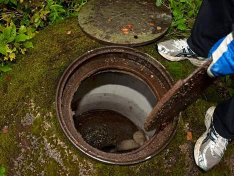 """<span class=""""votsikko"""">Haja-alueiden jätevesiasetus</span><br />Vuonna 2011 voimaan tulleessa jätevesiasetuksessa määritellään vaatimukset jätevesien puhdistuksesta, jätevesijärjestelmien suunnittelusta ja rakentamisesta. Asetuksen takana on kansallinen ympäristösuojelulaki."""
