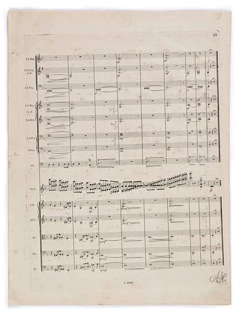 Sibeliuksen viulukonserton korjatun version kantaesityksen johti kapellimestari Richard Strauss vuonna 1905 Berliinissä. Nyt Kansalliskirjastoon hankittuun nuottimateriaaliin kuuluu viulukonserton partituuri, jossa on Straussin lyijykynämerkintöjä.