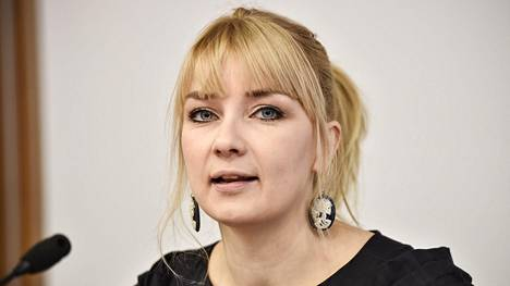 Kirjailija Laura Gustafsson Helsingin kirjamessuilla 2017.