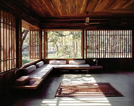 Kansainvälisen Spirit of Nature 2012 -puuarkkitehtuuripalkinnon saaja on intialainen arkkitehti Bijoy Jain. Kuvassa Jain suunnittelema Copper House A.