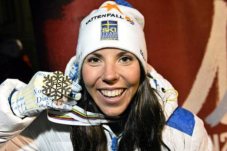 Charlotte Kalla toi Ruotsille ensimmäisen MM-kullan Falunissa.