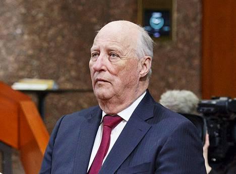 Norjan kuningas Harald V kävi Hanasaaren kulttuurikeskuksessa kesäkuussa. Norjalainen uutistoimisto NTB julkaisi tiistaina vahingossa uutisen, että kuningas olisi kuollut. Uutinen ei ollut totta, ja NTB on pahoitellut sen julkaisua syvästi.