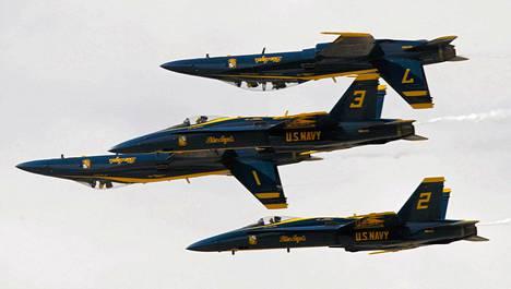 Yhdysvaltojen ilmavoimien F/A-18 Hornet -hävittäjiä esiteltiin lentonäytöksessä Kaliforniassa maaliskuussa. Yhdysvaltojen sotilasmenot ovat maailman suurimmat.
