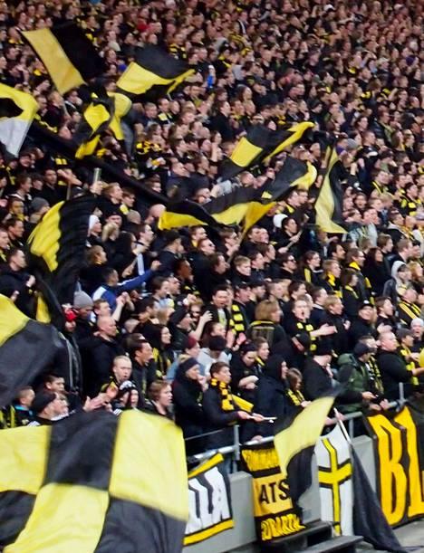 AIK:n värit näkyvät Friends-areenalla.