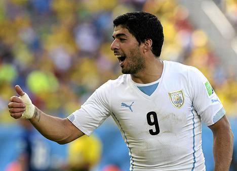 Fifa määräsi Suarezille yhdeksän maaottelun pelikiellon ja neljän kuukauden toimintakiellon jalkapalloon, koska hän puraisi MM-kisojen ottelussa italialaista Giorgio Chielliniä olasta.
