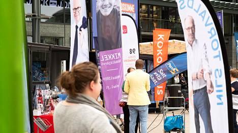 Puolueet ovat kampanjoineet eurovaalien alla aktiivisesti muun muassa Helsingin Narinkkatorilla.