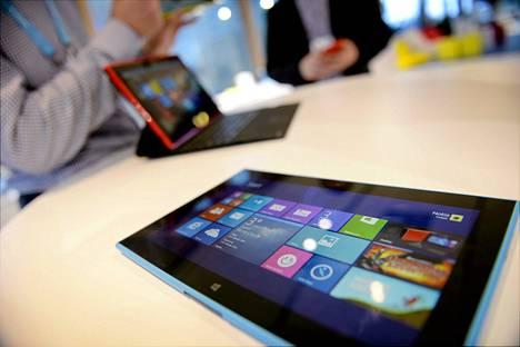Nokia varoittaa Lumia 2520 -tabletin kanssa käytettävästä AC-300 -laturista.