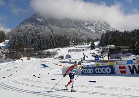 Therese Johaug taivalsi yksinäisyydessä 30 kilometrin maailmanmestariksi.