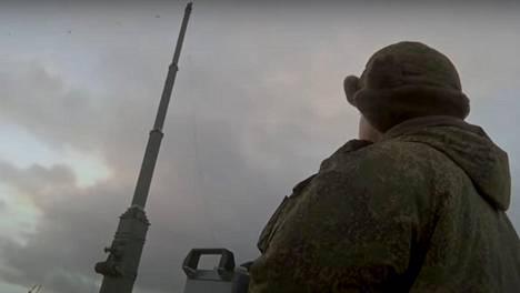 Murmansk BN -järjestelmän teleskooppimasto nousee 32 metrin korkeuteen.