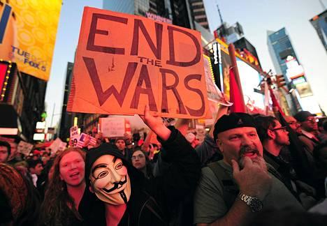 Kyltin teksti: Lopettakaa sodat.