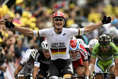 Saksan Andre Greipel levitti kätensä voiton etappivoiton merkiksi.