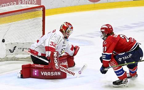 Ville Leskinen vei maalillaan HIFK:n 1–0-johtoon Sportia vastaan runkosarjan päätöskierroksella.