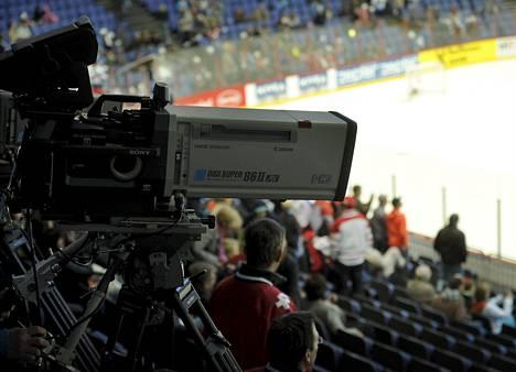 Televisiokamera Sveitsi-Kazakstan -ottelussa.