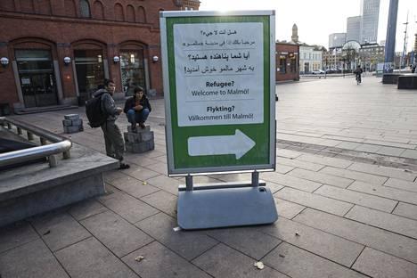Ruotsi aloitti viime vuonna rajatarkastukset Malmön rautatieasemalla.