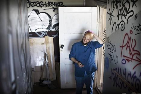 Jarno Alastalo on ollut perustamassa Heimo-palvelua, jossa ihmiset pääsevät purkamaan tunteitaan. Hänet kuvattiin Lapinlahden vanhan sairaalan tiloissa.