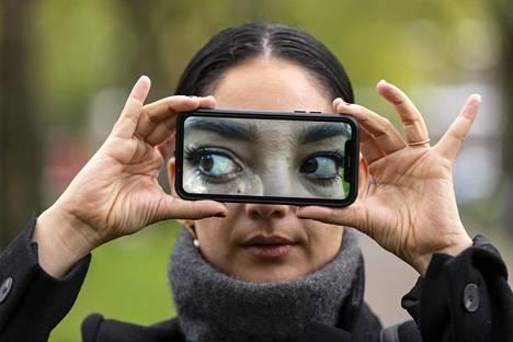Nina Schick on perehtynyt deepfake-ilmiöön ja tehnyt siitä myös tietokirjan.