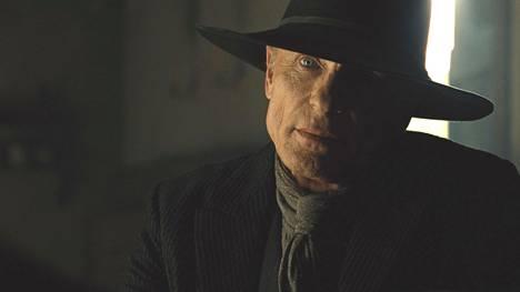 Vanha William eli Mies mustissa (Ed Harris) tekee neljännessä jaksossa odottamattomia.