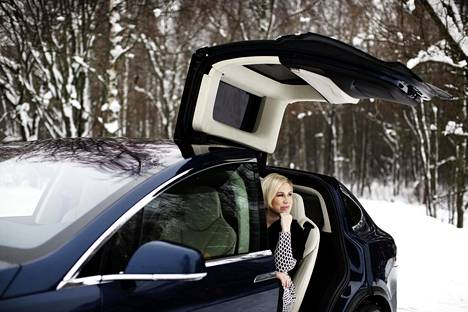 There are a lot of electric cars in the neighborhood of Elina Koivumäki from Espoo, and according to him, the use of the car benefit is quite common.