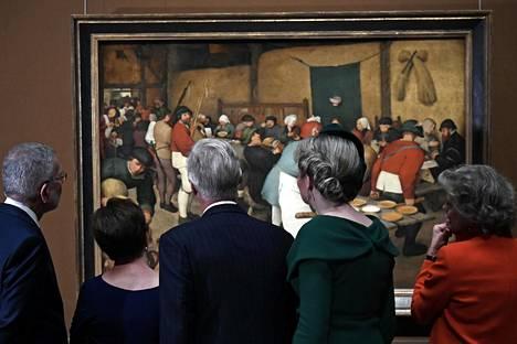 Belgian kuningas Philippe ja kuningatar Mathilde tutustuivat Wienin Brueghel-näyttelyyn sen avajaisten yhteydessä.