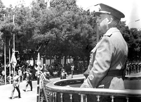 Kalastusretkeltä palannut kenraali Franco osallistui eilen maassa vallinneen 25-vuotisen rauhan juhlintaan.