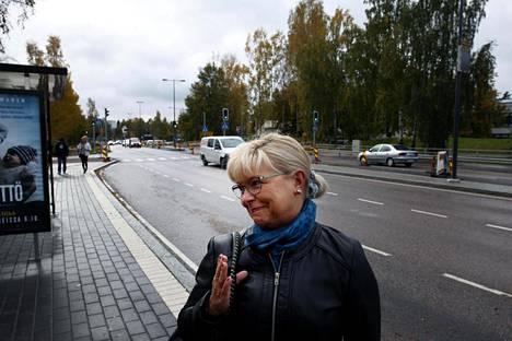 Irma Liis kulkee vähintään viidesti viikossa Espoon Matinsyrjän bussipysäkiltä linja-autolla Helsinkiin. Tulevaisuudessa hänen on mentävä matka metrolla, mikä pidentää hänen työmatkaansa noin kaksitoista minuuttia