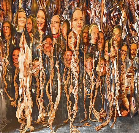 Kaamiohuvit-installaatiossa (2013) ihmiskasvoiset kuvatukset roikkuvat näivettymässä kuin kalat kuivaamossa.
