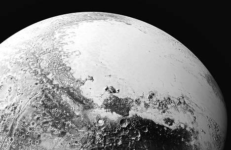 Tältä näyttäisi, jos ihminen pääsisi katselemaan Pluton pintaa avaruudesta noin 1 800 kilometrin etäisyydeltä. Kuva on rakennettu Nasan New Horizon -luotaimen ottamien kuvien perusteella. Luotain ohitti Pluton 80 000 kilometrin etäisyydeltä.