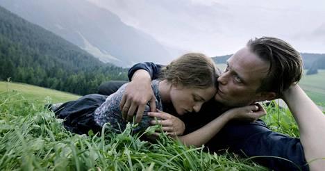 A Hidden Life -elokuva alkaa Itävallan vuoristoon sijoittuvasta kylästä.
