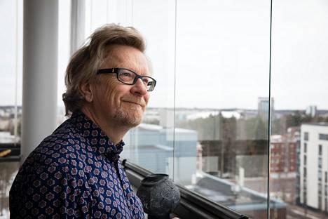 Menestykseen tarvitaan muita ihmisiä ja sattumaa, sanoo eläkkeelle lähtevä fyysikko Kari Enqvist.