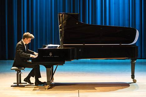 Ossi Tanner kuvattuna Tampereen pianokilpailun välierässä.