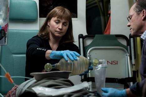 Syke-sarja on edennyt jo kahdeksannelle kaudelle. Leena Pöystin näyttelemä hahmo on opiskellut sairaanhoitajasta lääkäriksi.