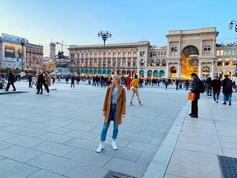 Viime viikon perjantaina Neea Lehtonen vieraili Milanon keskusaukiolla Piazza Duomolla, jossa Italiaa ravisteleva koronavirusepidemia ei vielä näkynyt.