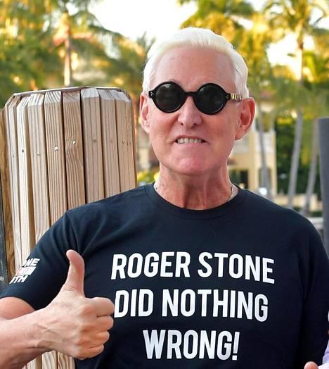 Roger Stone esiintyi syyttömyyttään vakuuttavassa t-paidassa Miamissa vuosi sitten helmikuussa.